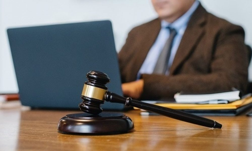 Complete Guide to Help You Choose the Best Criminal Lawyer